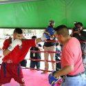 Azteca 'Churritos' Hernández entrenó para la prensa tailandesa
