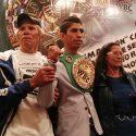 Rey Vargas recibe cinto de campeón mundial