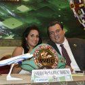 """Joya"" Moreno recibe cinto de campeona mundial"