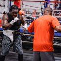 El Haitiano Bermane Sterviene Se prepara para una pelea de honor