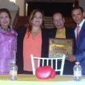 Ex campeón mundial Rafael Márquez recibe reconocimiento