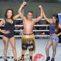 """Chicano"" Rivera gana en complicada pelea a Otocani"