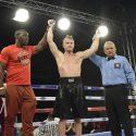 """Australiano Zac """"Dynomo"""" Dunn derrotó por KOT en seis rounds al jalisciense Enrique """"El Rayo"""" Rubio en Guadalajara"""