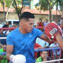 """""""Mickey"""" Román y participantes del cartel de box en Juárez entrenan al aire libre"""